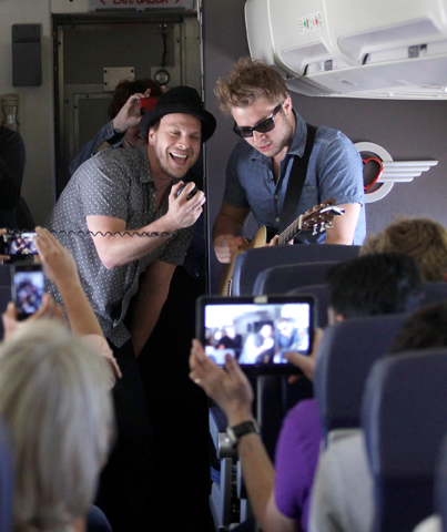"""southedit Gavin DeGraw performs Live at 35®, kicking off the next season of """"Live In The Vineyard."""""""